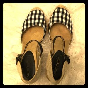 Anne Klein Black and White Wedges, 9M